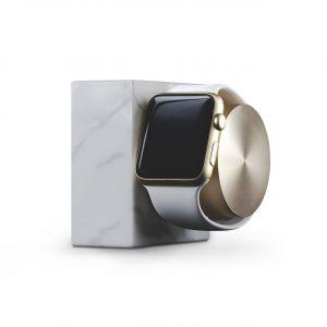 Native Union Apple Watch dockingstasjon i hvit marmor og gull